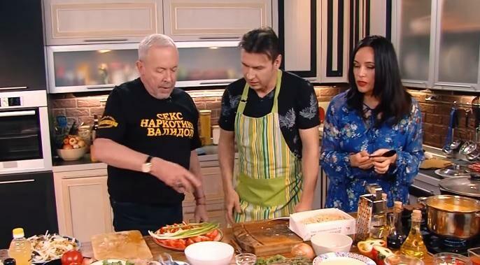 (видео) Зама, мамалыга и закуска гайдука. Солист группы Zdob și Zdub Роман Ягупов стал гостем передачи «Смак»