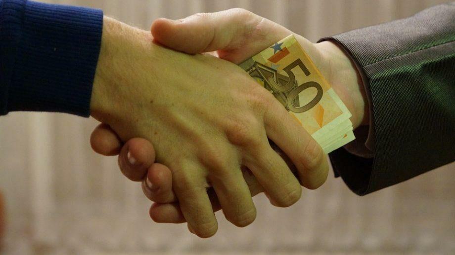 (опрос) Среди населения Моловы один человек предлагал взятку в среднем 5,4 раза в год