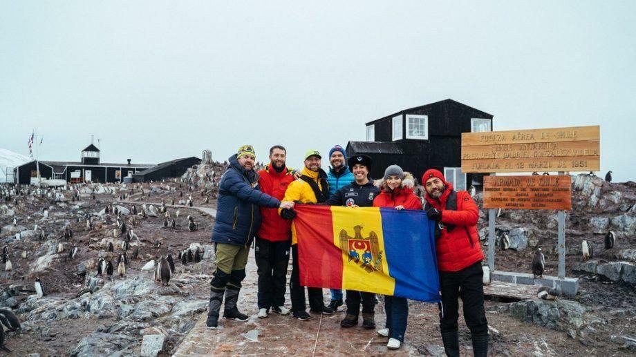 (видео) «Дней десять мы только плыли туда и обратно»: молдаване, побывавшие в Антарктиде, рассказали о своем путешествии