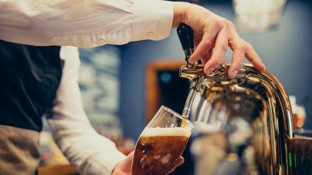 «Бери сколько хочешь — плати сколько можешь»: в Англии меняют пиво на пожертвования в пользу Нацслужбы здравоохранения
