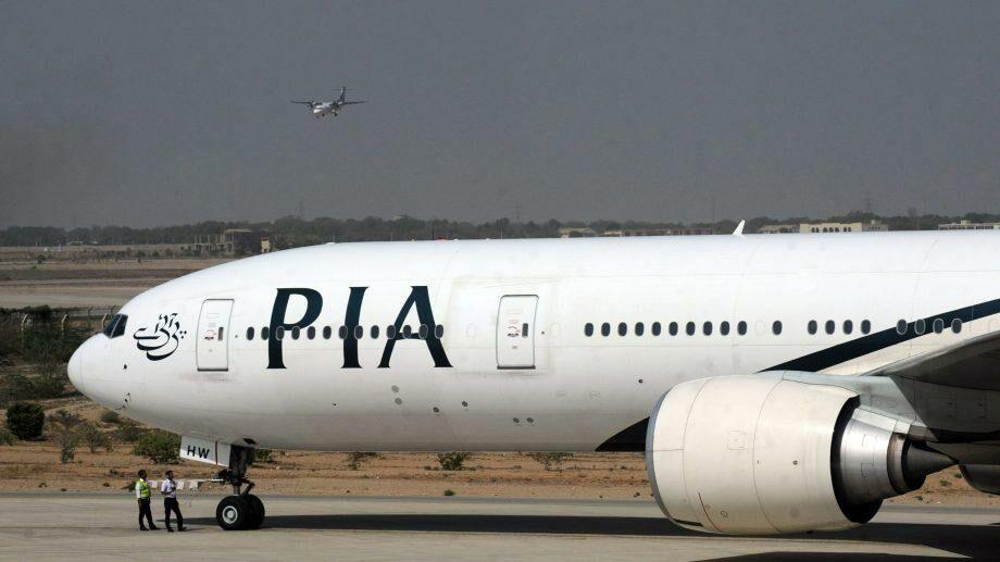 (видео) Пассажирский самолет разбился в Пакистане. О судьбе пассажиров и экипажа официально ничего несообщается