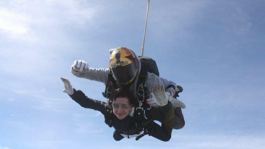 (фото) Майя Санду прыгнула с парашютом в день своего рождения