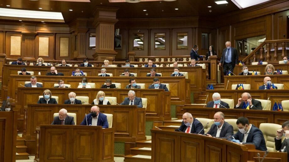 (док) Парламент Молдовы ушел на карантин после того, как у одного из депутатов обнаружили коронавирус