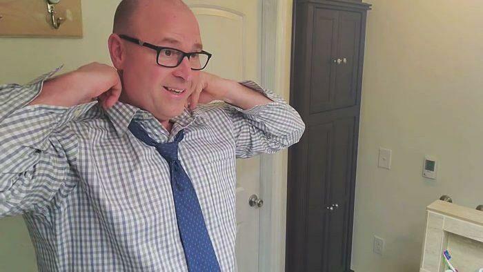 (видео) «Пап, а как?». Американец запустил ютьюб-канал для тех, кто растет без отца: учит бриться, менять шины и завязывать галстук