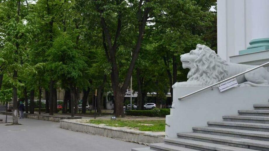(фото) Сквер «Михай Эминеску» будет отремонтирован. Для торговцев будет обустроено другое место