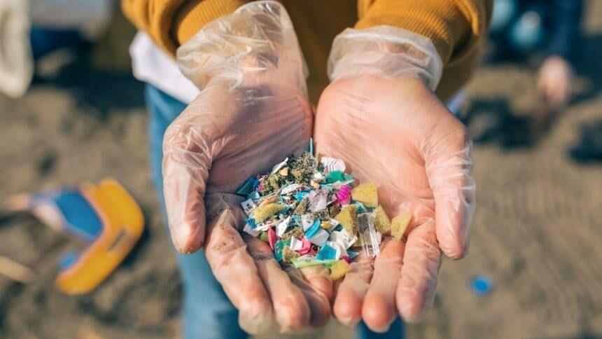 Экологи обнаружили, что микропластик засоряет не только океан, но и атмосферу
