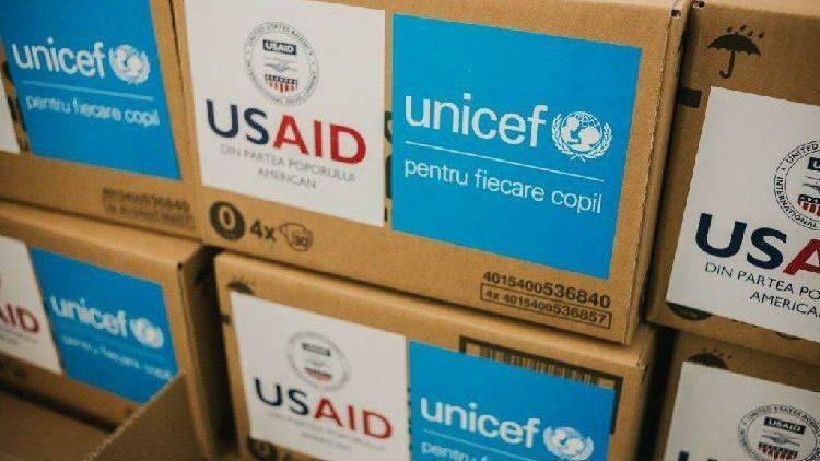 Родильные дома и медицинские центры получат товары первой необходимости