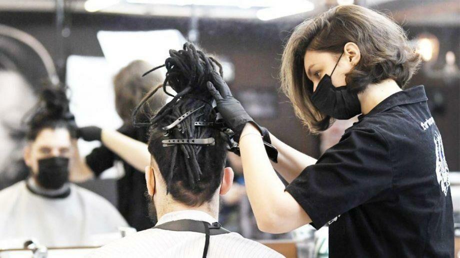 Приостановлена деятельность 16 парикмахерских и 7 аптек за несоблюдение санитарных норм