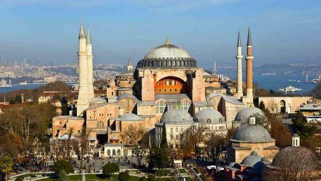 Госсовет Турции отменил решение от 1934 года и вернул статус мечети собору Святой Софии в Стамбуле