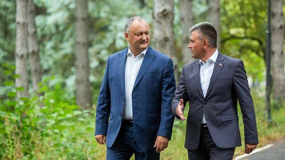 Додон во вторник встретится с Красносельским. Они обсудят ликвидацию КПП, установленных во время пандемии