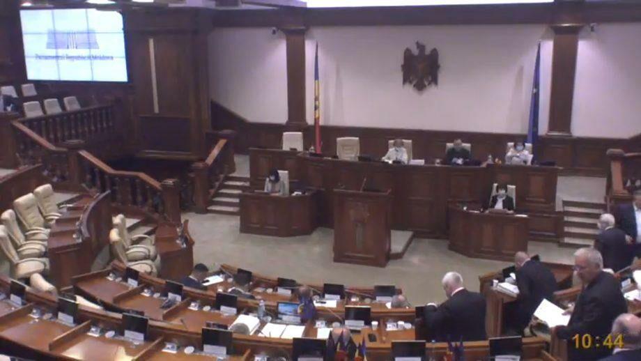 (видео) Заседание Парламента Молдовы было отменено из-за отсутствия кворума