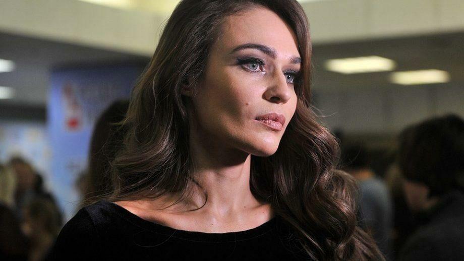 (видео) Алёна Водонаева выпустила фильм «Исповедь». В нем она рассказала, что в четырнадцать лет пережила изнасилование
